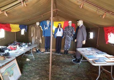 Expozitie inedita la Universitatea Oradea.  Crâmpeie ale vieții militare surprinse în imagini, documente și obiecte istorice aparținând Jandarmeriei Bihor