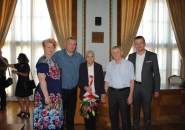 Familiile care au implinit 50 de ani de casatorie au fost premiate astazi la Primaria Oradea