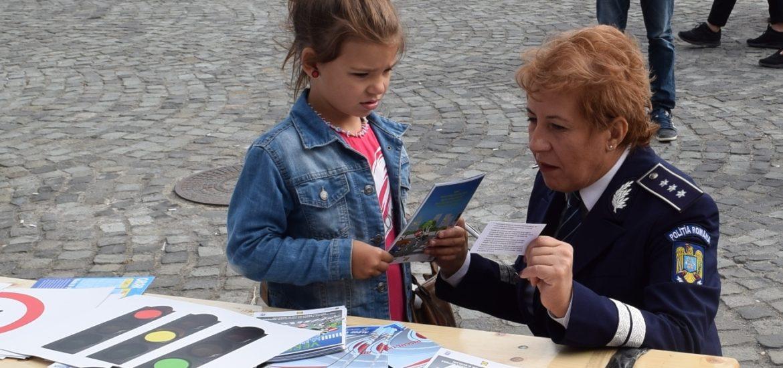 """Politistii bihoreni alaturi de cetateni la evenimentul """"Doneaza Pasiune"""""""