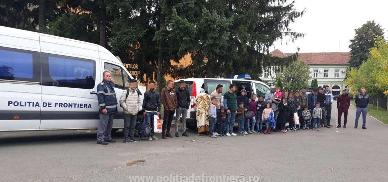 25 de cetăţeni străini ascunşi într-o autoutilitară, depistaţi de poliţiştii de frontieră bihoreni