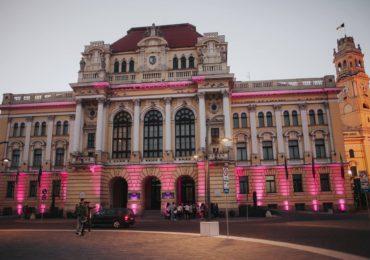 Primaria Oradea a fost luminata in roz , 1 octombrie Ziua Mondială de Luptă împotriva Cancerului de Sân