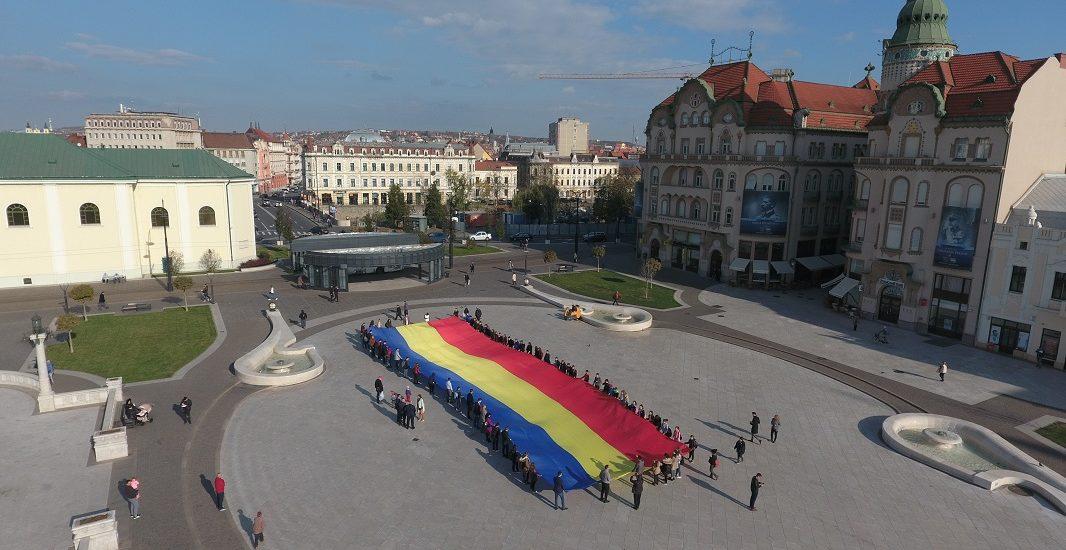 """""""Caravana Tricolorul"""", un proiect al tinerilor liberali, a trecut duminica prin Oradea"""