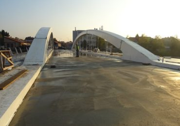 In aceasta seara se deschide circulatia pietonala pe Podul Centenarului, cea rutiera saptamana viitoare
