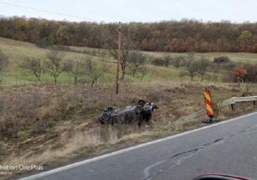 Un tanar din Lunca a ajuns in sant, pe Dealul Bitii, cu masina pe care o conducea fara permis