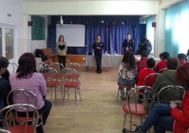 Campanii de prevenire a infracţionalităţii juvenile derulate de reprezentanți ai Penitenciarului Oradea