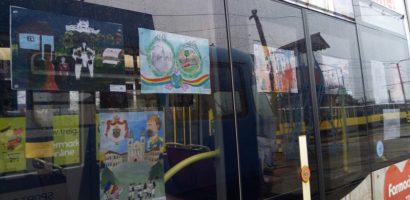 """""""Tramvaiul Centenarului Marii Uniri"""" – Expozitie inedita de desene in tramvaiele oradene"""