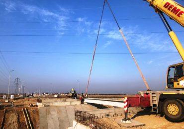 Noul drum de legatura cu comuna Santandrei aproape de finalizare. S-au montat grinzile la podul peste Peta din Santandrei