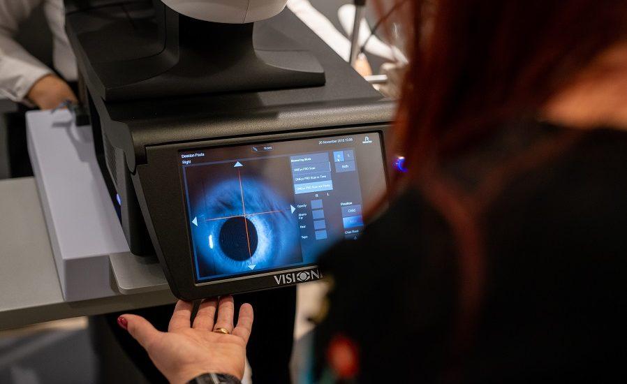 Oradea are de ieri cel mai performant scanner pentru analiza ochilor și vederii din nord-vestul țării