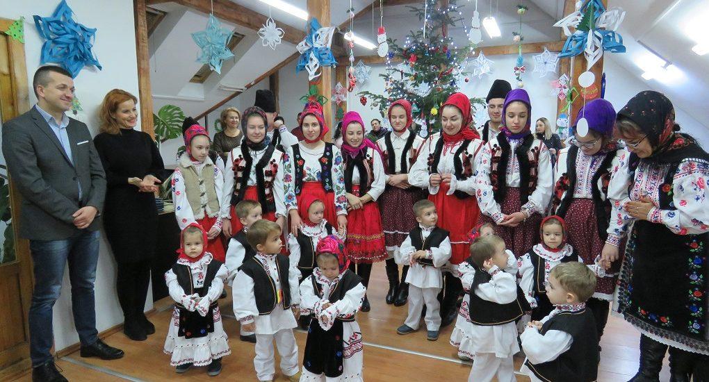 """""""Şcoala părinţilor"""" de la DAS Oradea in haine de sarbatoare"""