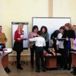 În prag de Sărbători femeile liberale din Oradea au adus o mică bucurie unor elevi de gimnaziu