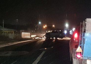 Accident grav in Les, o tanara de 18 ani a ajuns la spital, dupa ce masina in care se afla s-a izbit de un cap de pod