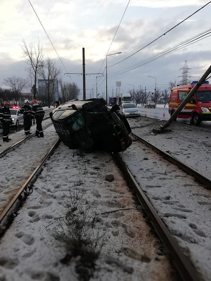 Accident borsului BMW rasturnat
