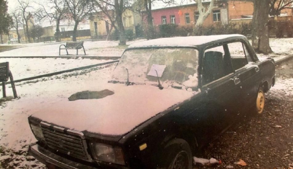 Vehicul fara stapan, se cauta proprietarul unei masini Lada, de culoare neagra