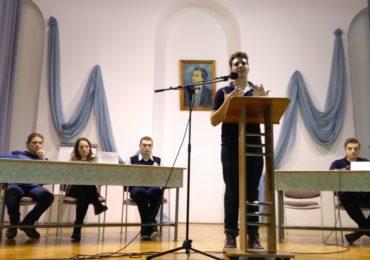 """Club de dezbateri la Colegiul """"Eminescu"""" din Oradea"""