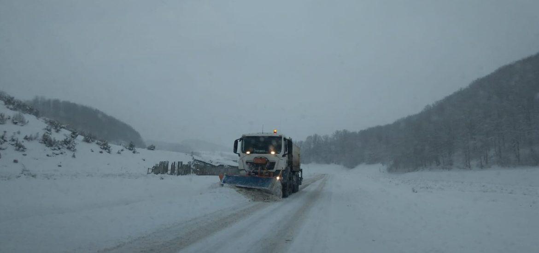 CJ Bihor: Se fac eforturi pentru deszapezirea drumurilor Bratca-Damis si Remeti-Barajul Dragan