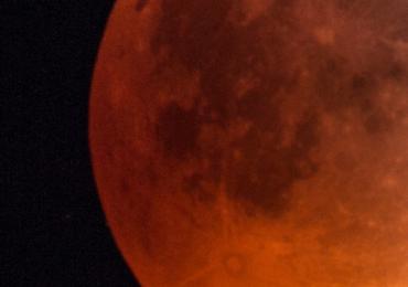 Imagini spectaculoase cu luna. Un meteorit a cazut pe luna chiar in timpul eclipsei