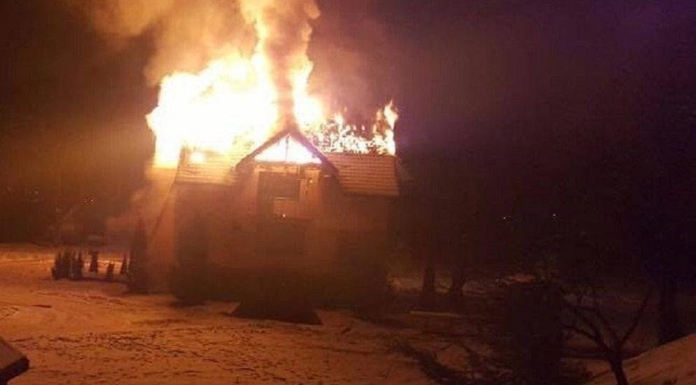 Femeie imobilizata la pat, salvata din flacari, de pompierii bihoreni, in localitatea Salard
