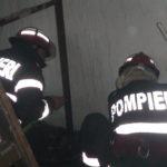 O femeie ce se adapostea intr-un canal a fost salvata de pompieri, dupa ce materialele depozitate de ea au luat foc