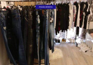 Perchezitie a politistilor de la economic in Sanmartin, pentru destructurarea unei activitati de evaziune fiscala si vanzare de haine cu marca falsa