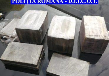 Doi bihoreni prinsi in flagrant de mascati in timp ce vindeau 2 kg de hasis in Oradea