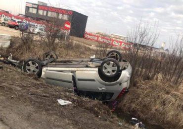Accident grav langa Les, judetul Bihor. O tanara de 26 de ani a ajuns in starea grava la spital dupa ce  s-a rasturnat cu masina in sant