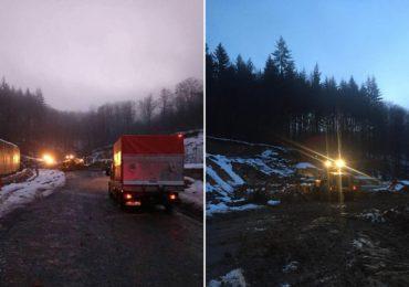 O noua alunecare de teren a blocat complet circualtia pe DN76. In acest moment se circula pe un singur sens (FOTO)