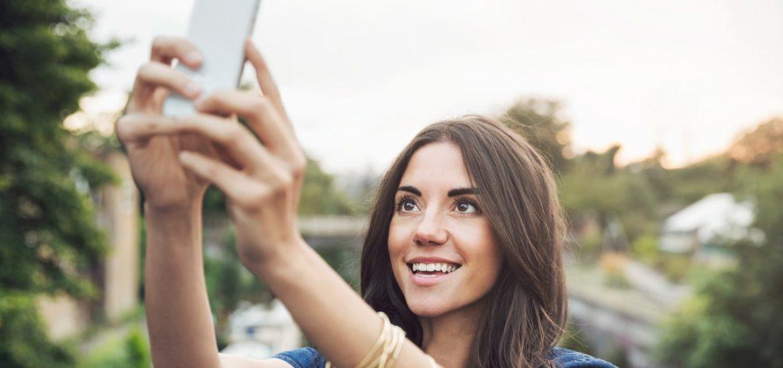 Studiu: Selfiurile nu sunt despre noi, ci despre ce cred altii despre noi. Trei efecte negative ale selfiurilor