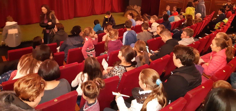 DASO si Clubul Lions Oradea au oferit Copiilor proveniti din familii defavorizate, un weekend de neuitat la teatrul de papusi
