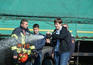 Pompierii militari bihoreni au sărbătorit Ziua Mondială a Apei împreună cu reprezentanții tinerei generații