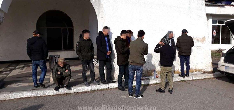 Zece cetateni vietnamezi retinuti de politistii de frontiera. Incercau sa ajunga in zona Schengen