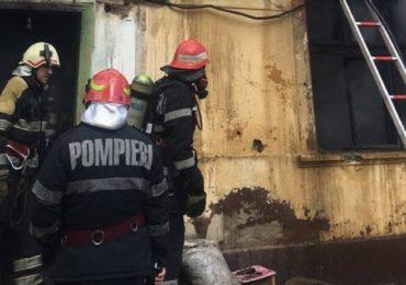 Incendiu violent la o casa de pe strada Miron Pompiliu din Oradea
