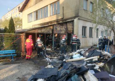 La un pas de dezastru! Incendiu puternic in Marghita, in aceasta dimineata, langa o fabrica de incaltaminte