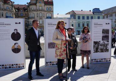 """Expoziția stradală """"General Traian Moșoiu"""", in Piata Unirii"""