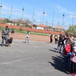 Câini polițiști, jocuri, concursuri și demonstrații spectaculoase, pregătite de polițiștii bihoreni pentru elevii din Suplacu de Barcau