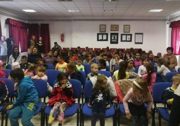 Teatrul Arcadia cu un spectacol eveniment pentru copiii scolii din Apateu