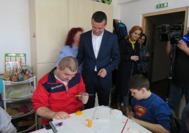 Ziua Mondiala a Autismului a fost marcata la Oradea printr-un mars de constientizare si sensibilizare a comunitatii oradene. In aceasta seara, cladirea primariei va fi iluminata in albastru
