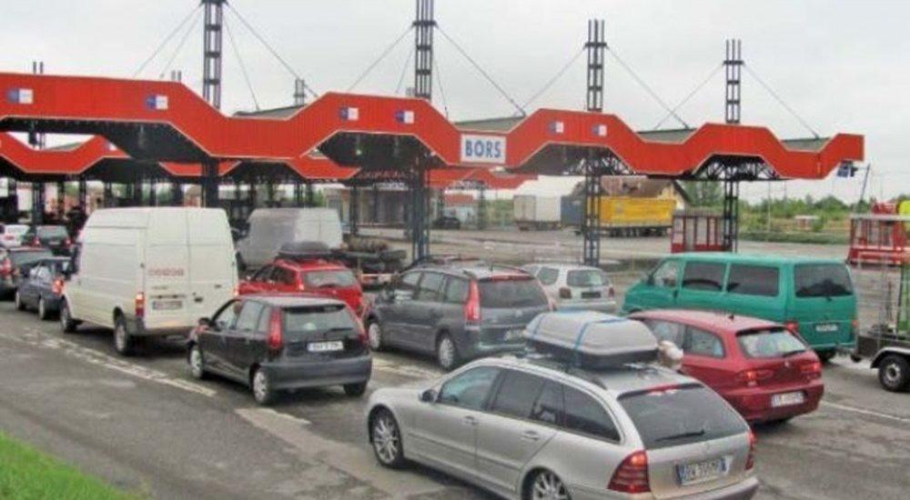 Politia de Frontiera avertizeaza: Traficul prin punctele de frontiera este crescut din cauza restrictiilor impuse, pana ieri, de statul maghiar
