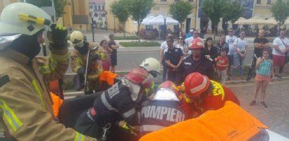 Exercițiu de descarcerare și acordare a primului ajutor calificat, desfasurat sambata in Piata Unirii din Oradea
