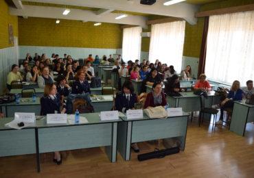 """Peste 100 de liceeni si profesori din sase judete au participat la Oradea la un concurs de prevenire """"Scoala fara violente"""""""