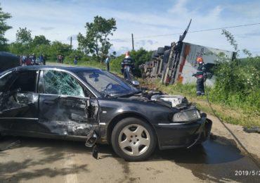 Trei autovehicule implicate într-un accident rutier langa Marghita