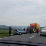 Depasirea unei coloane si impactul frontal cu un alt autoturism au dus la moartea unui sofer pe DN1, langa Borod