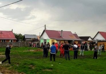 Retineri si arestari dupa bataia de la Ortiteag, unde mai multi tigani au fost prinsi la furat de sateni