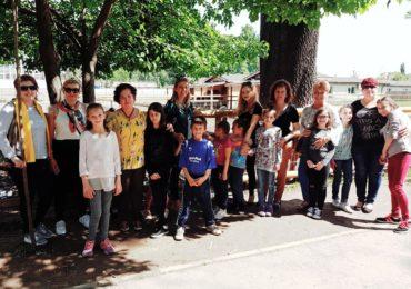 Femeile liberale din Oradea i-au dus pe copiii de la Centrul de Zi de pe strada Traian Lalescu într-o vizită la Grădina Zoologică