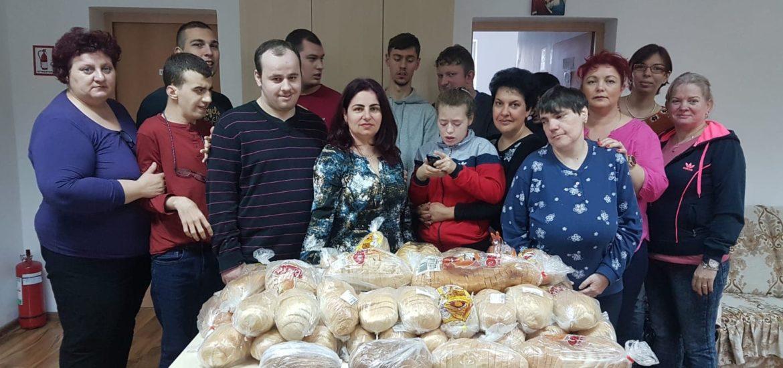 """A V-a editie a campaniei """"Oradea donează o pâine"""" finalizata cu donarea a peste 200 de paini unor centre si asociatii umanitare din Oradea"""