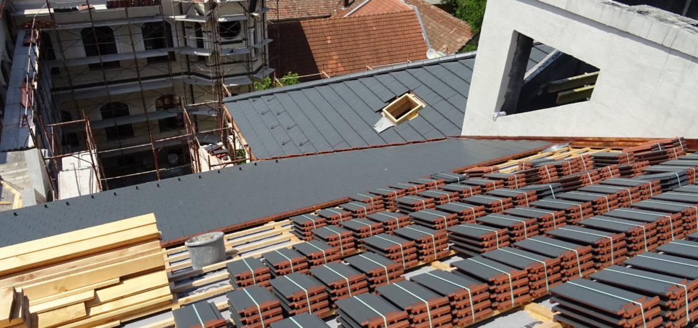 Lucrarile de refacere a acoperisului Palatului Episcopal din Oradea se apropie de final (FOTO)