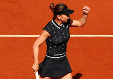 Simona Halep a spulberat-o pe Lesia Tsurenko in turul 3 si s-a calificat in optimi la Roland Garros (VIDEO)