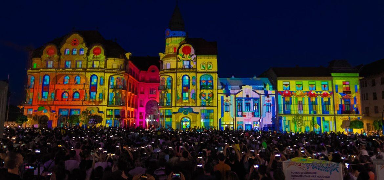 Seri magice la Oradea, cu proiectii video, jocuri de lumini si acrobatii pe cladiri, cu ocazia Zilei Internationale Art Nouveau (FOTO)