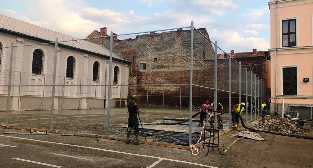Se reabiliteaza terenurile de sport din curtea Colegiului National Emanuil Gojdu din Oradea