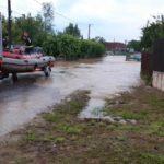 Situatia zonelor inundate in judetul Bihor. La Alesd au cazut 50 l/mp in 2 ore.