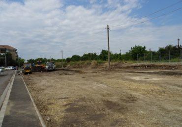 Primaria Oradea amenajeaza parcari, loc de joaca, alei, trotuare si un teren de minifotbal, in zona cuprinsa intre calea ferata si strada Nexo